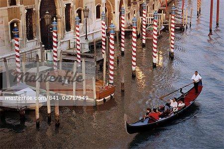 Gondole sur le Grand Canal, Venise, Vénétie, Italie, Europe