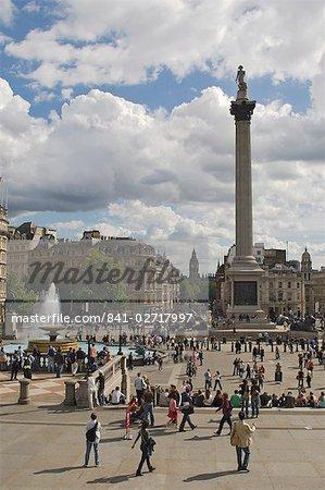 Colonne de Nelson à Trafalgar Square, avec Big Ben en distance, Londres, Royaume-Uni, Europe