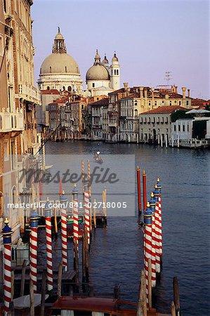 Salut de l'église de Santa Maria et le Grand Canal, Venise, UNESCO World Heritage Site, Veneto, Italie, Europe