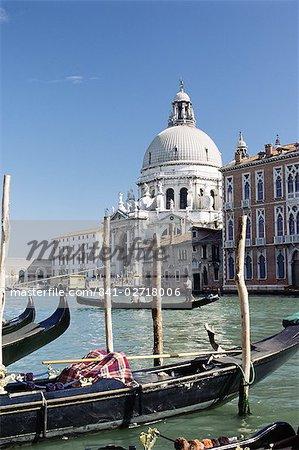 Salut de l'église de Santa Maria et le Grand Canal, patrimoine mondial UNESCO, Venise, Vénétie, Italie, Europe