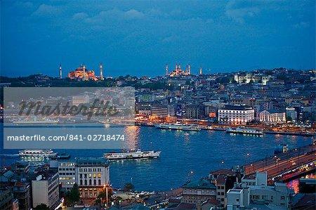 Skyline von Istanbul mit Blick über das Goldene Horn und die Galata-Brücke, Istanbul, Türkei, Europa