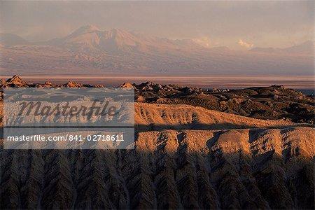 Valle de la Luna (vallée de la lune), paysage surréaliste, près de San Pedro de Atacama au nord du pays, le Chili, Amérique du Sud