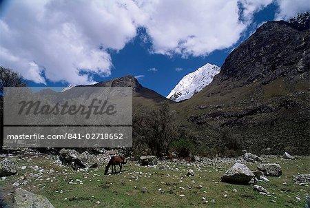 Mountain range outside city of Huaraz, the tallest peaks in Peru, Cordillera Blanca, Andes, Peru, South America