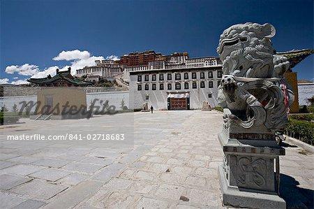 Chinese stone lions outside the Potala Palace, Lhasa, Tibet, China, Asia