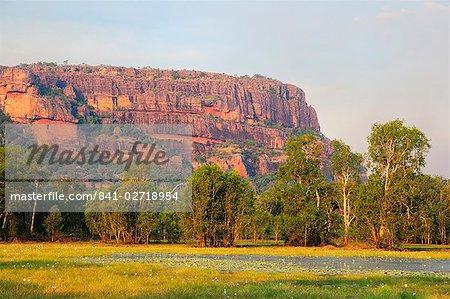 Nourlangie Rock et Anbangbang Billabong, Parc National de Kakadu, patrimoine mondial UNESCO, territoire du Nord, Australie, Pacifique