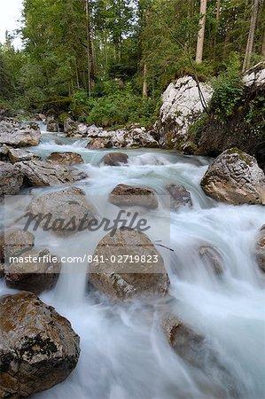 Rivière alpestre, près de Ramsau, Berchtesgaden, Bavière, Allemagne, Europe