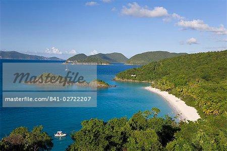 Vue surélevée sur la célèbre plage à Trunk Bay, St. John, US Virgin Islands, West Indies, Caraïbes, Amérique centrale