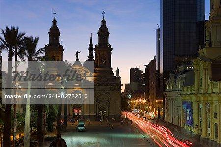 Élevé vue crépusculaire sur la Plaza de Armas à la cathédrale de Santiago, Santiago, au Chili, en Amérique du Sud