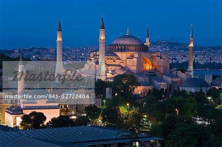 Erhöhten Blick auf Aya Sofya (Sancta Sophia), UNESCO-Weltkulturerbe, in Sultanahmet, Istanbul, Türkei, Europa