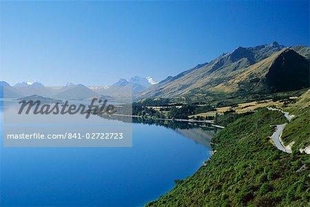 En regardant au nord-ouest vers la pointe nord du lac Wakatipu Glenorchy, avec 2819 Mont Earnslaw au-delà, Ouest Otago, île du Sud, Nouvelle-Zélande, Pacifique