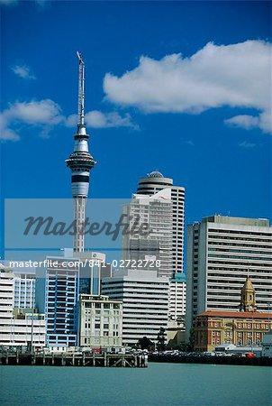 Le front de mer, Sky City Tower et la ville centre, Auckland, North Island, Nouvelle-Zélande, Pacifique