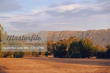 Gamme difficile monter dans le nord de la région des Grampians, le populaire Parc national, Victoria, Australie