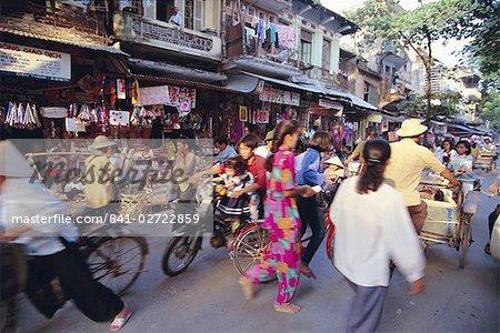 Très animée rue dans la vieille ville, Hanoi, Vietnam, Indochine, Asie du sud-est, Asie