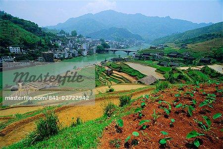 Rizières et fabricant de brique à Longsheng dans le nord-est de la Province de Guangxi, Chine