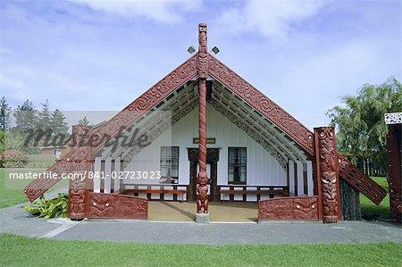 Marae maori, ou maison de la réunion, à Putiki, juste au-dessus de la rivière de la ville de Wanganui, sur la côte ouest, Wellington, North Island, Nouvelle-Zélande, Pacifique Sud
