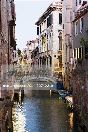 Canal et le pont à Venise