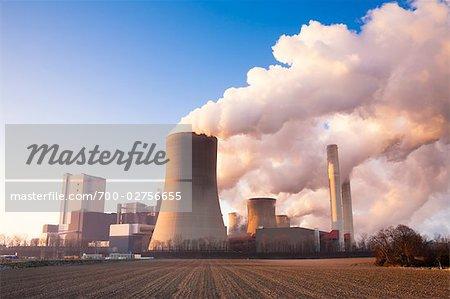 Centrale électrique à charbon en hiver, Niederaussem, Bergheim, Rhénanie du Nord-Westphalie, Allemagne