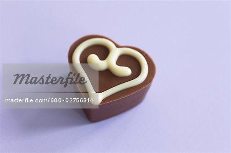 Nature morte de chocolat en forme de coeur