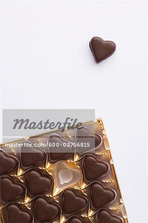Nature morte de chocolats en forme de coeur