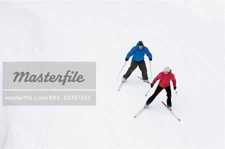 Vue aérienne du Couple Cross Country Ski, Whistler, Colombie-Britannique, Canada