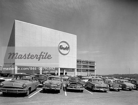 ANNÉES 1950 GULF OIL COMPANY OFFICE BUILDING CITY LINE AVENUE PHILADELPHIA PA LOGO ON FRONT DU RENFORCEMENT DES VOITURES EN STATIONNEMENT