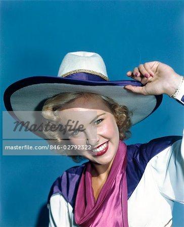 ANNÉES 1940 SOURIANT BLONDE FEMME PORTER COSTUME COWBOY HAT