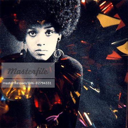 60er Jahre 70er Jahre Mode Portrait Ernst Afroamerikanische Frau