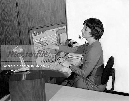 AnnÉes 1960 femme bureau central tÉlÉphonique opÉrateur port casque