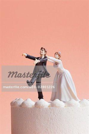 Figurines de gâteau de mariage, mariée saisissant Runaway Groom