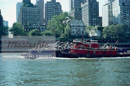 Péniche transportant des ordures, New York, États-Unis d'Amérique, l'Amérique du Nord