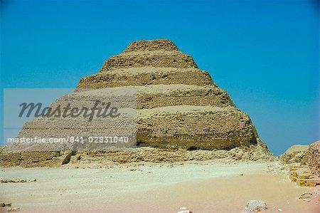 La pyramide à degrés de Saqqarah, en Égypte, en Afrique du Nord