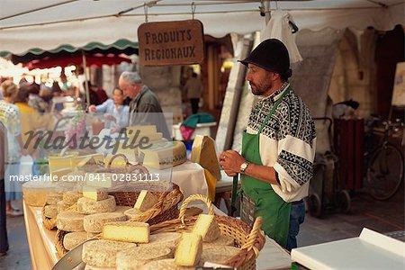 Fromage étal au marché, Annecy, Haute Savoie, France, Europe