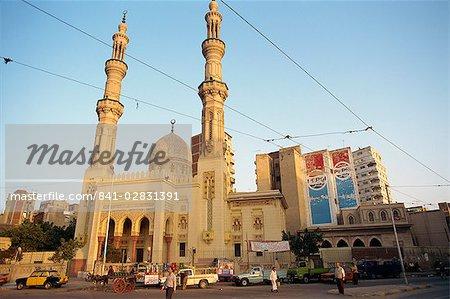 Mosquée par le port entrée, Alexandrie, en Égypte, en Afrique du Nord, Afrique