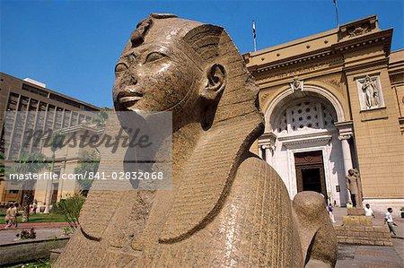Sphinx en dehors du Musée égyptien, le Caire, en Égypte, en Afrique du Nord, Afrique