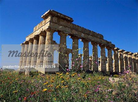Temple E, dating from 5th century BC, Selinunte, near Castelventrano, Sicily, Italy, Europe