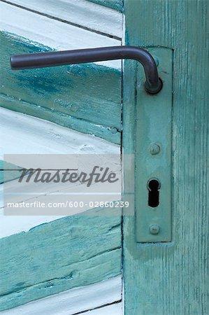 Nahaufnahme des Handles auf alte Holztür, Berchtesgaden, Bayern, Deutschland