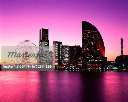 Japon, Yokohama, Minato Mirai 21, Landmark Tower, Square de Queen, National Conference Center au crépuscule