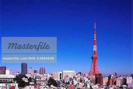 Japon, Tokyo, tour de Tokyo avec « étalement urbain » au premier plan