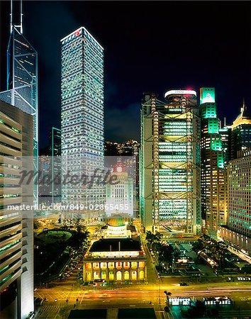 Hong Kong, Central Business District, dans la nuit.