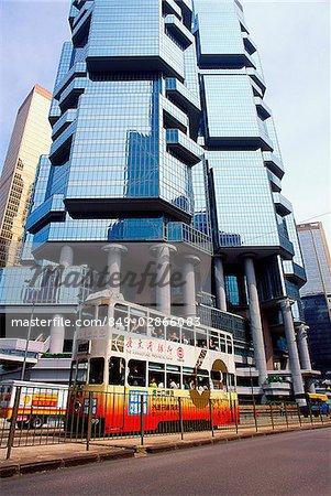Chine, Hong Kong, Tram dépasser de bâtiment dans le centre de Hong Kong