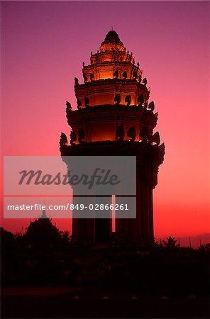 Cambodia, Phnom Penh, Mixay Monument at sunset