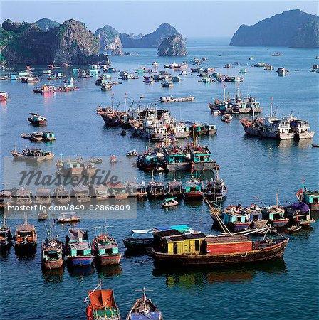 Vietnam, Halong Bay, fishing boats in bay