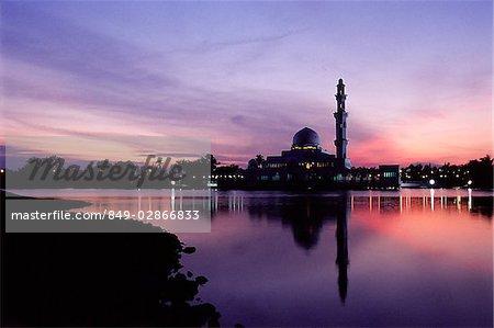 Malaysia, Kuala Terengganu, Twilight at Tengku Zaharah Mosque.