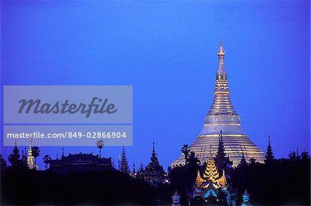 Myanmar (Burma), Yangon (Rangoon), Shwedagon Pagoda.