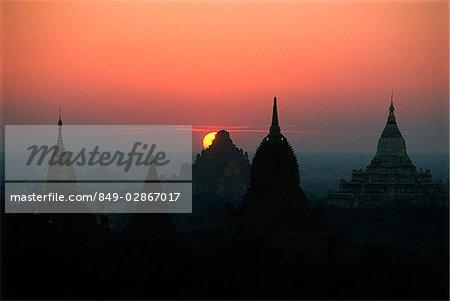 Myanmar (Burma), Bagan, Temples of Bagan at dawn