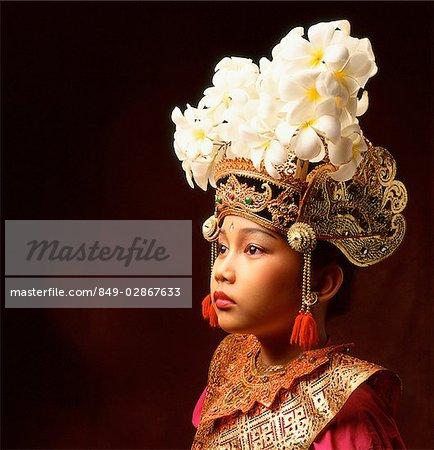 Indonésie, Bali, Ubud, Legong danseuse en costume complet.
