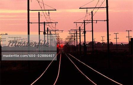 Lignes de chemin de fer au coucher du soleil