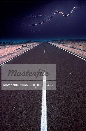 Foudre et autoroute, l'Outback australien, Australie