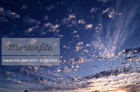 Sonnenuntergang und bewölkten Himmel