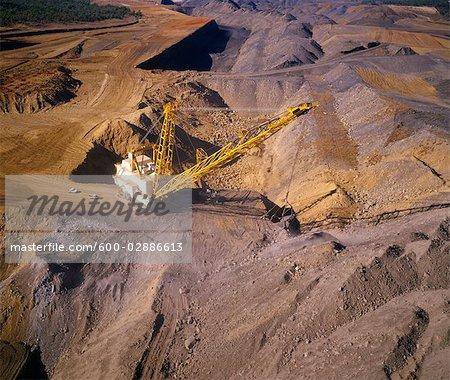 Noir charbon, pelle à benne traînante enlèvement des morts-terrains, Australie